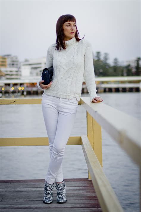 How to Wear White Jeans in Winter 2018 | FashionGum.com