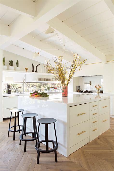 dark  kitchen  transformed   airy oasis