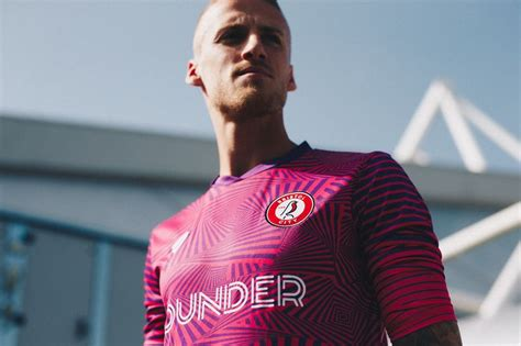 It's official! Bristol City have the best goalkeeper kit ...