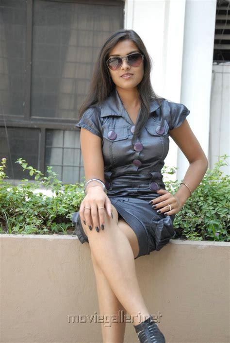 picture  telugu actress prakruti hot legshow pics   posters