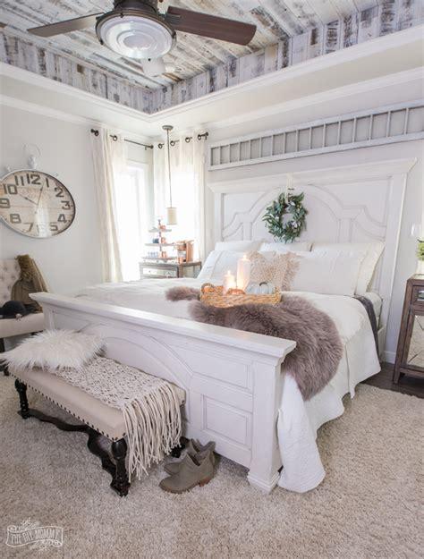 Bedroom Decorating Ideas Easy by Cozy Easy Fall Bedroom Decorating Ideas