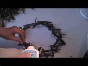 holz basteln anleitung kranz aus holz ästen basteln teil 2