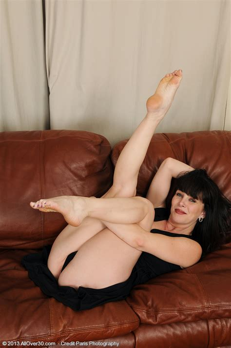 Mature Pictures Featuring Year Old Rayveness From Allover