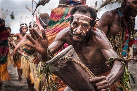 Untuk ukurannyapun tidak terlalu besar dan terlihat sangat sederhana. 11 Alat Musik Papua - Lengkap Beserta Penjelasan, Gambar, dan Mitos
