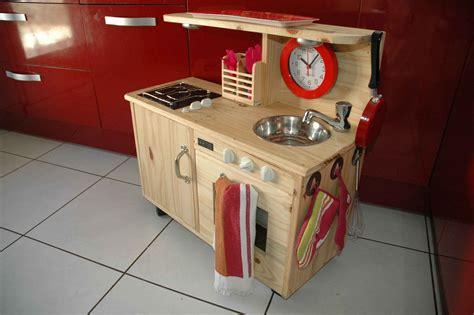 cuisine en bois en jouet jouet en bois cuisiniere pour enfant