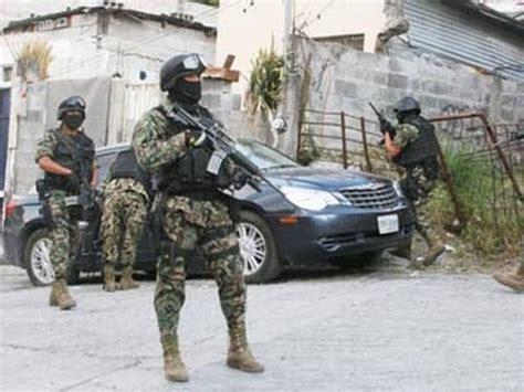 fuerte balacera en vivo zetas  militares en michoacan