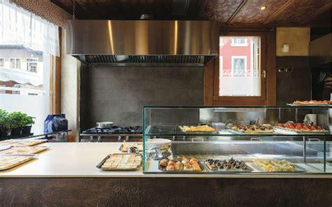 cucina con bancone bar come arredare un bar idee e consigli di esperti maculan
