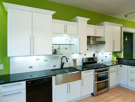 white shaker kitchen cabinets shaker white painted cabinets kitchen images 1864
