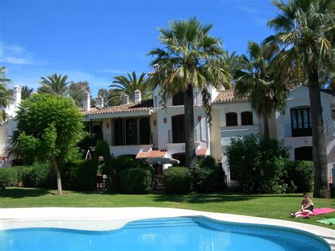 Holiday Townhouse For Rent In Estepona (estepona Golf