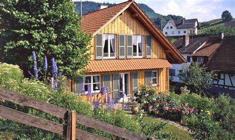 Haus Mit Holzfassade by Fassade Mit Holz Verkleiden Das Haus