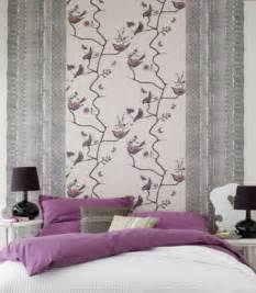lila tapete schlafzimmer 30 interessante vorschläge für tapeten im schlafzimmer archzine net