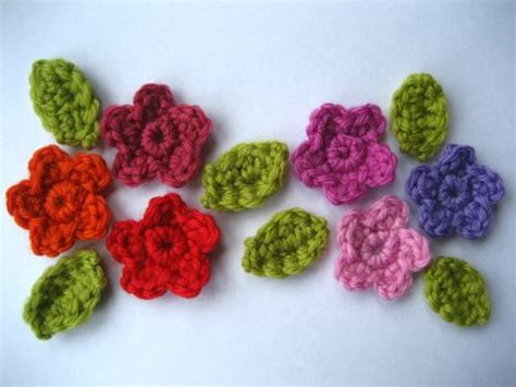 spiegazioni fiori uncinetto uncinetto impariamo a fare i fiori blogmamma it