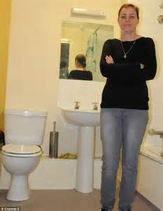 Raw Sewage Smell In Bathroom by Channel 5 S Britain S Horror Homes Sees Mother Desperate