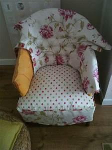 Table et chaises de terrasse tapisser un fauteuil crapaud for Tapisser fauteuil crapaud