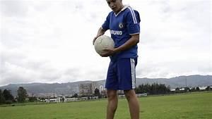 Técnica para patear un balón de fútbol - YouTube