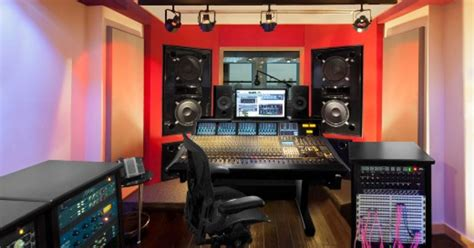 All of my music and online videos were only mixing through the two speakers and my sub (center and rear left and right were dead). Oz Studios - Recording Studio, Mix Studio - Manhattan | SoundBetter