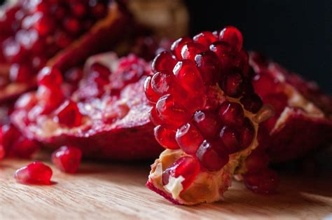 pomegranate health benefits  fruit helps protect