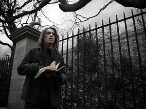 Jamie Cambell Bower as Anthony Hope in Sweeney Todd: The ...