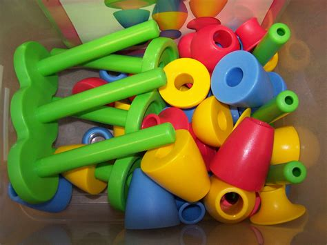 manipulatives quot r quot preschool resources 396   29 manipulatives circle stackers