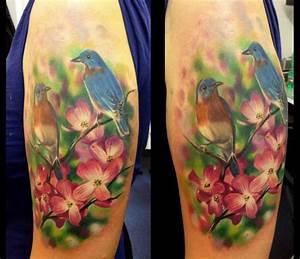 Optische Täuschung Tattoo : tattoo am oberarm 40 ideen f r m nner und frauen ~ Buech-reservation.com Haus und Dekorationen