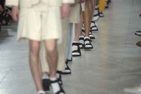 Sokken In Sandalen Of Slippers; Kan Het Nog?