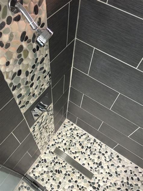 le carrelage galet pratique revetement pour la salle de bain