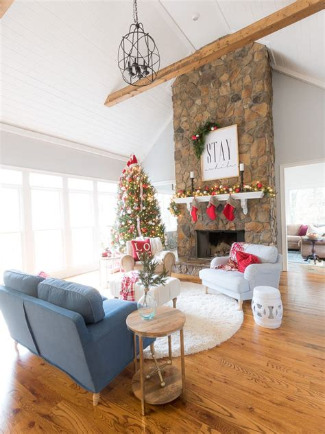 A living room can serve many different functions, from a formal sitting area to a casual living space. Holiday Housewalk 2016 at | Christmas decorations living ...