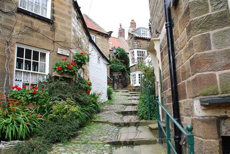 Robin Hood's Bay | Yorkshire cottages, Luxury cottage ...
