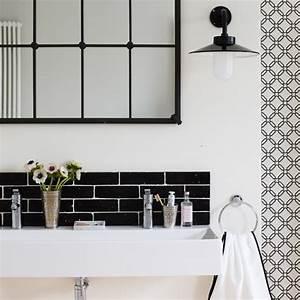 Black and white contemporary bathroom bathroom for Black and white modern bathroom