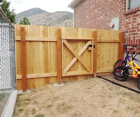Fence - Gate : Build A Wooden Fence And Gate