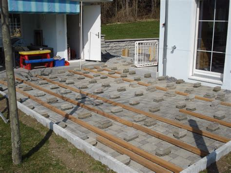 terrassenboden aus paletten terrassenboden aus paletten holzterrasse aus paletten selber bauen so geht es terrassenboden