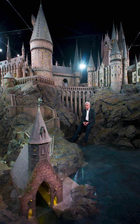 real hogwarts castle displayed  england  pics