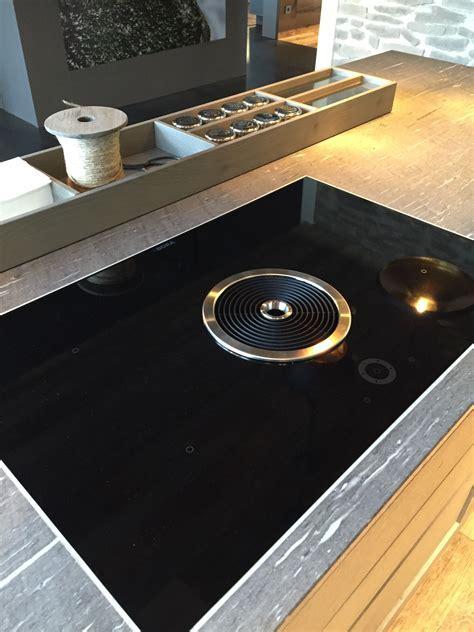 Bora Inductie kookplaat met in het midden de ingebouwde