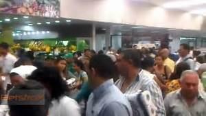 Desperate People Buying toilet Paper In Venezuela, La ...