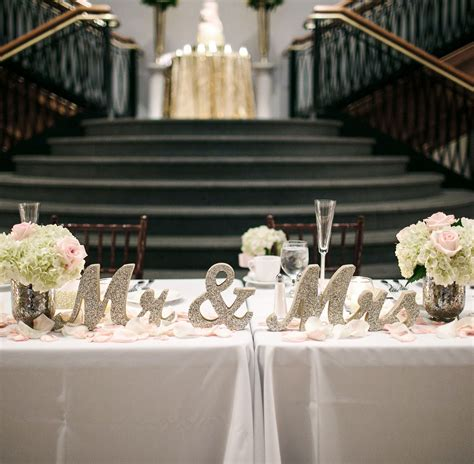Classy sweetheart table ideas for the bride and groom Mr