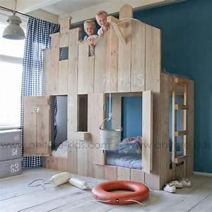 17 meilleures idees a propos de lits superposes d39enfant With peindre un escalier en bois brut 9 lit enfant cabane en bois avec escalier