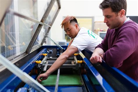 On-the-job training for modern manufacturing companies - REWO