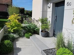 Devant de maison amenagement moderne avec escalier en for Idees pour la maison 2 amenagement paysager lacourse conseils