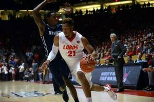 Men's basketball: Lobos improve to 2-0 in MW play