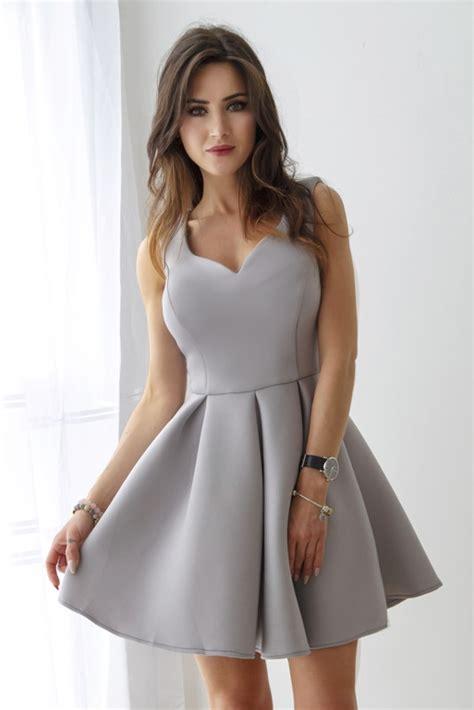 elegancka rozkloszowana sukienka szara na sukienki o zszywka pl