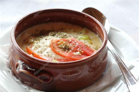 cuisine grecque traditionnelle bouyiourdi apéritif chaud avec fromage feta et les