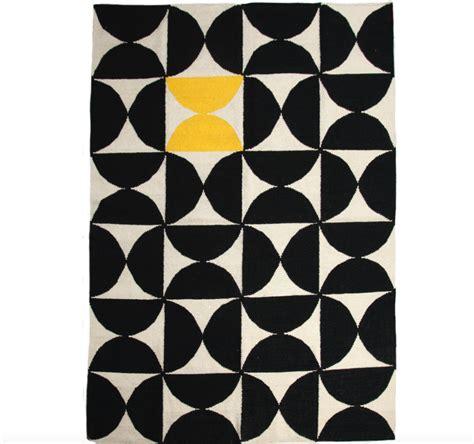 tapis jaune et noir tapis jaune et noir 28 images tapis jaune ikea chaios jaune et noir duo gagnant d 233 co id