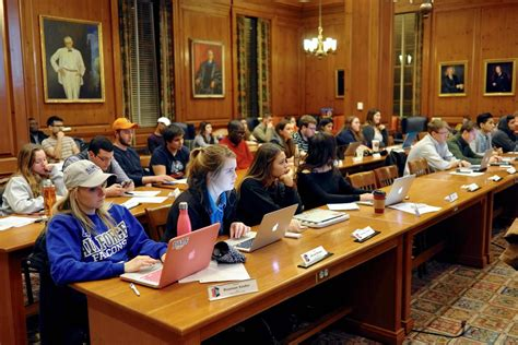Student government creates more outreach, reflects on ...