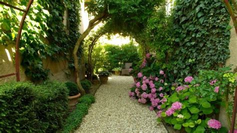 Landscaped Backyards Pictures by 15 Beautiful Transitional Landscape Designs For A