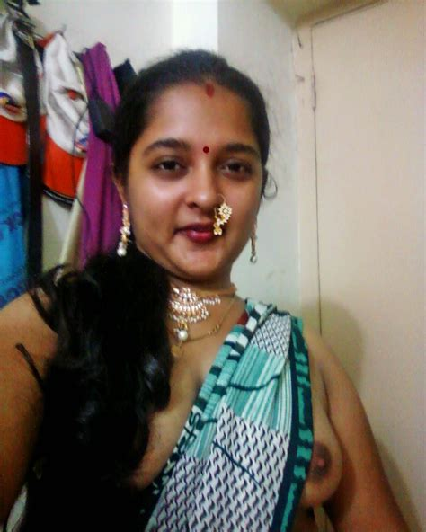 Aunty Wearing Saree Showing Boobs Pics