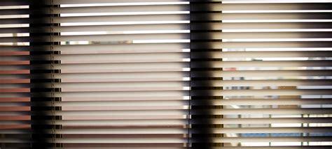Verschiedene Varianten Von Fenster Jalousien Innen Gegen