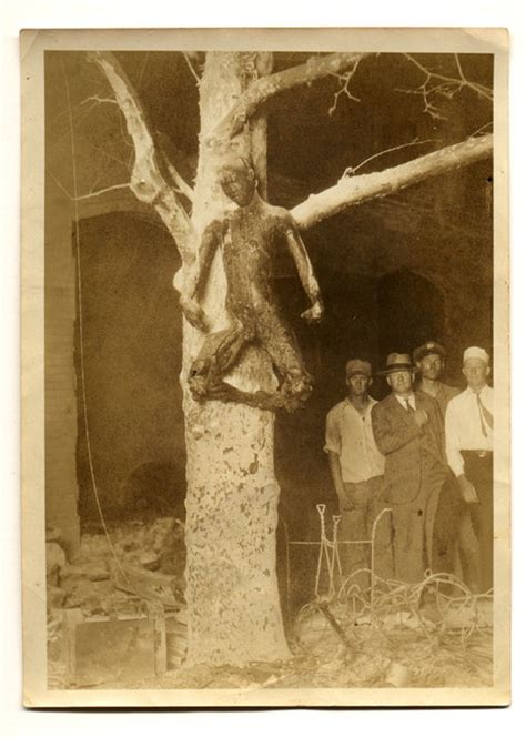 [Body of George Hughes hanging from a tree, Sherman, Texas ...