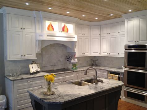 Backsplash With White Cabinets And Granite by White Granite White Cabinets Backsplash Ideas
