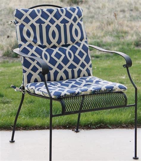 coussins chaises de jardin 1001 idées et inspirations de motifs pour coussin de chaise