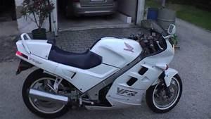 Honda Vfr 750 : honda vfr 750 f rc24 is awsome youtube ~ Farleysfitness.com Idées de Décoration